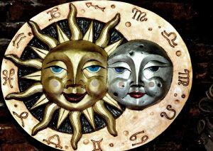 Venetian_Carnival_Mask_-_Maschera_di_Carnevale_-_Venice_Italy_-_Creative_Commons_by_gnuckx_(4821070800)b